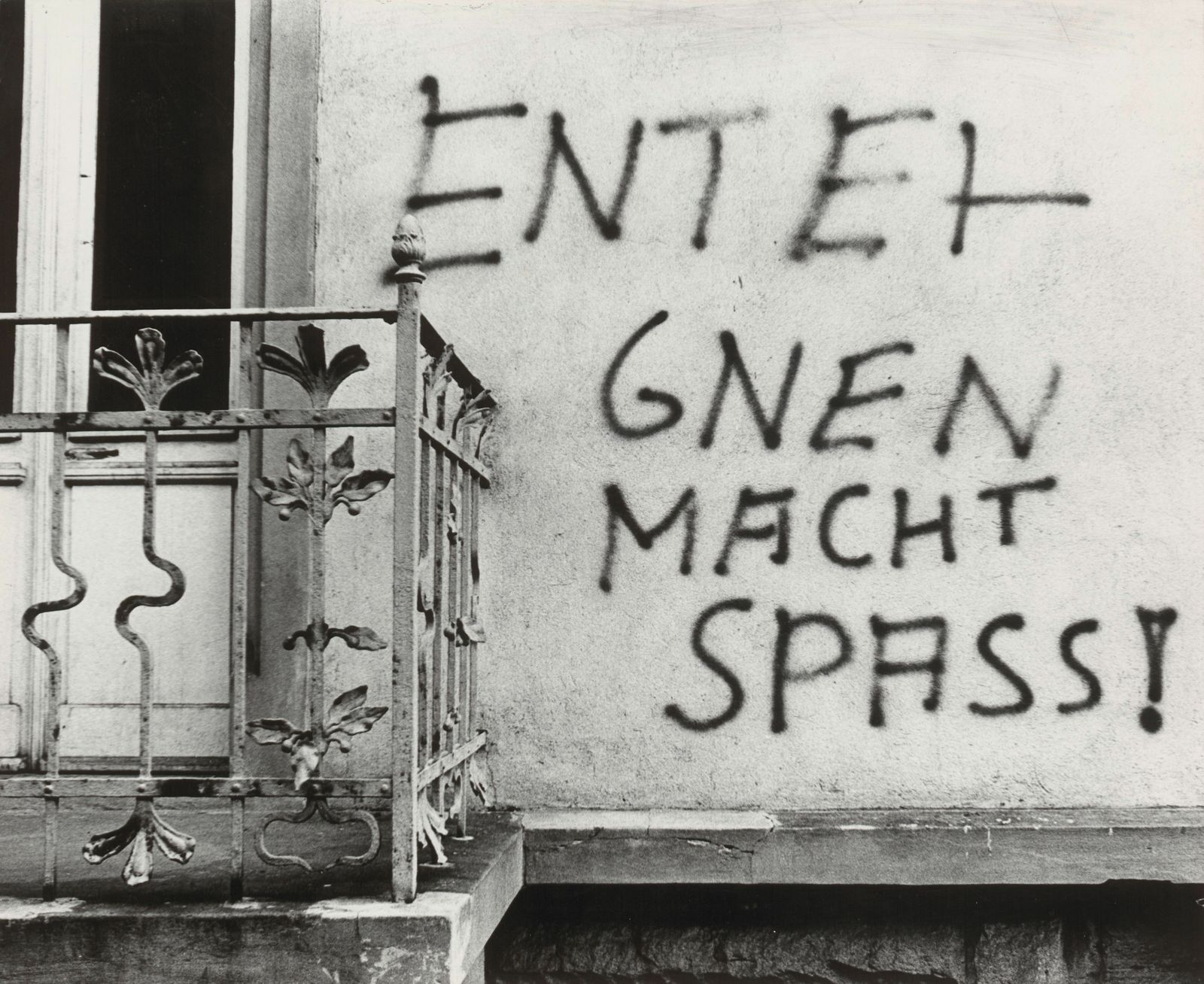 Graffiti an einem zwangsger?umten Haus im Westend (Eppsteinerstr. 47)