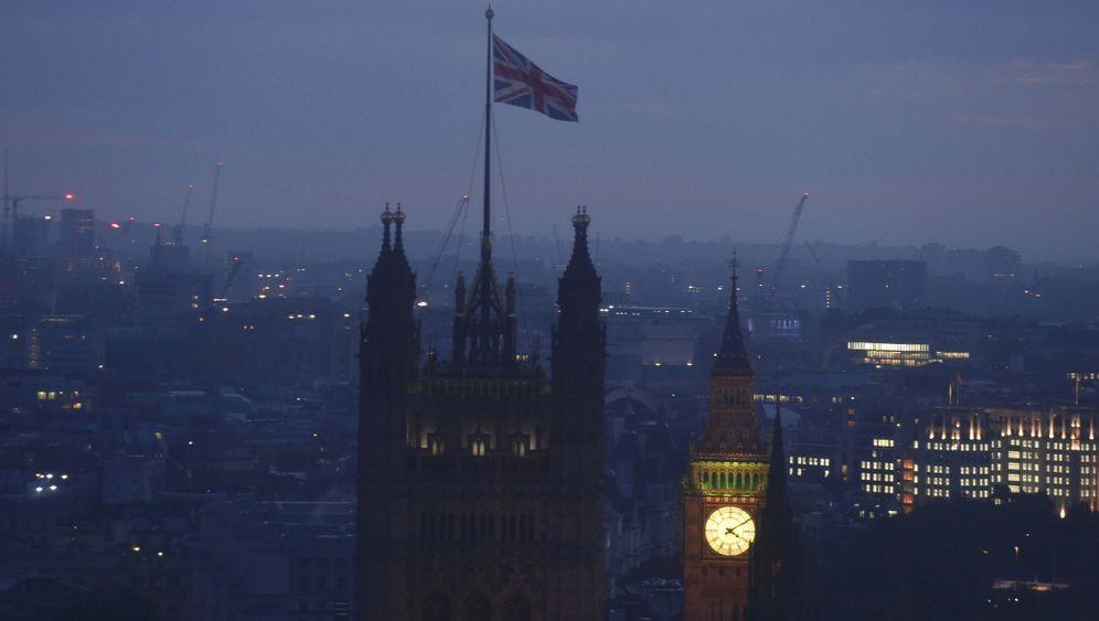Photo Gallery: Bye, Bye Britain