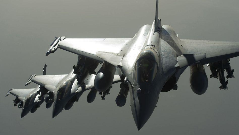 Vergeltung nach Terroranschlägen: Frankreich bombardiert IS-Stellungen in Syrien
