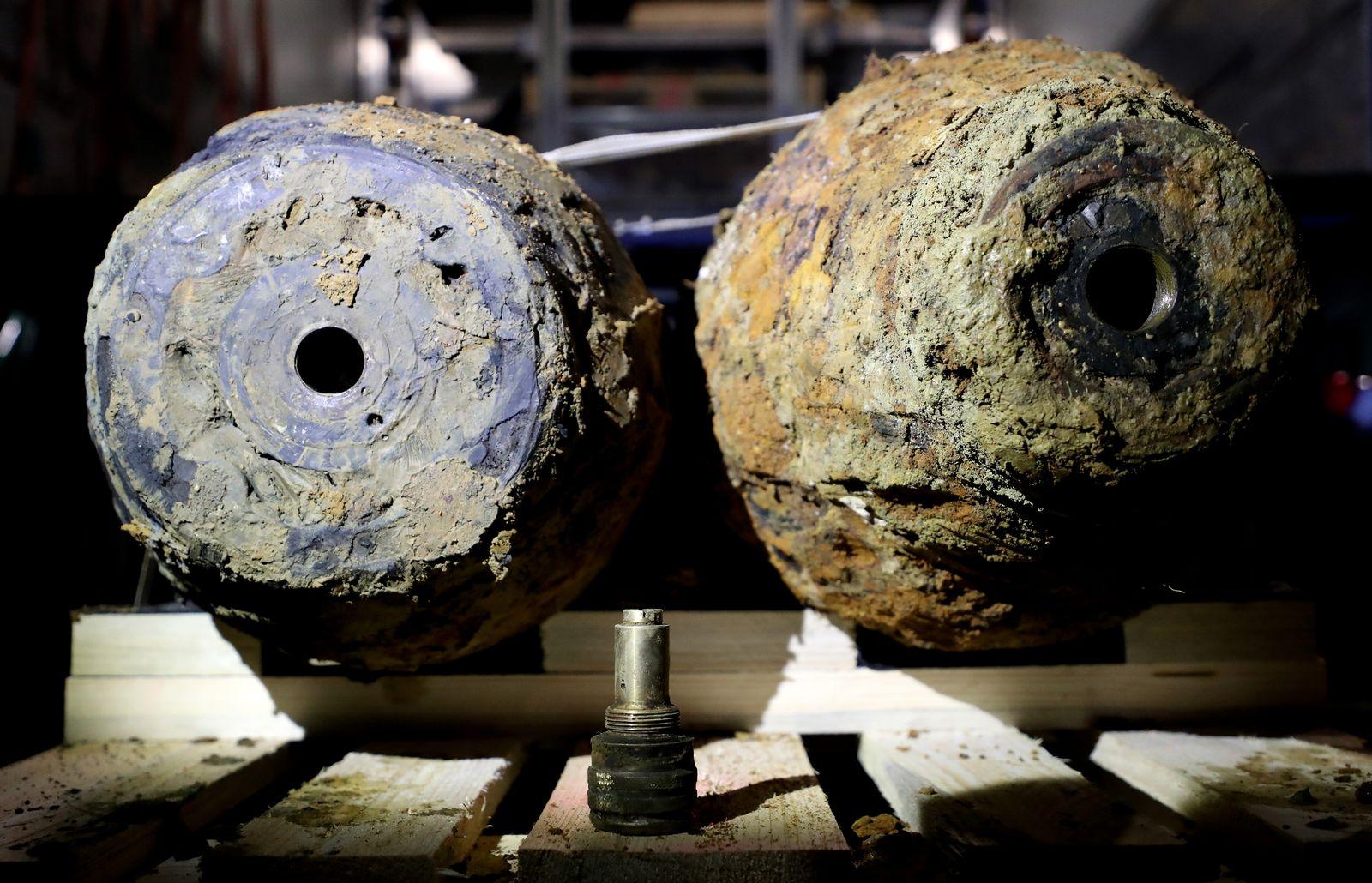 Bomb disposal of a World War II aerial bomb found in Dortmund, Germany - 12 Jan 2020