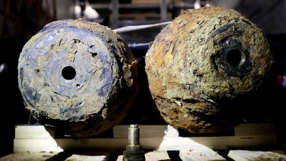 Die beiden Fliegerbomben nach der Entschärfung