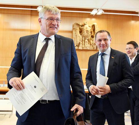 """AfD-Vorsitzende Jörg Meuthen und Tino Chrupalla in Karlsruhe: Beweis für einen """"funktionierenden Rechtsstaat"""""""