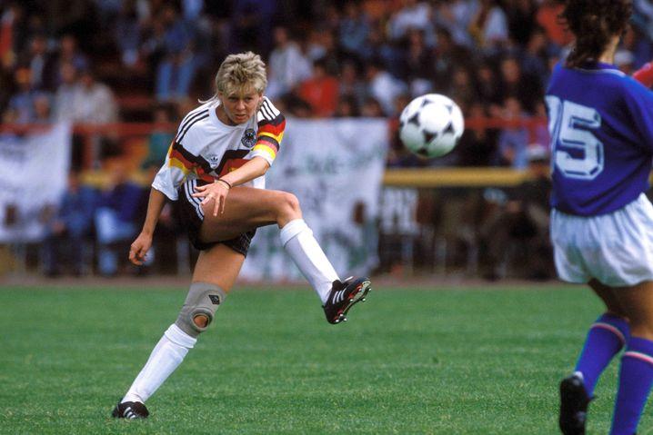 Silvia Neid (links) schoss in 111 Länderspielen 48 Tore