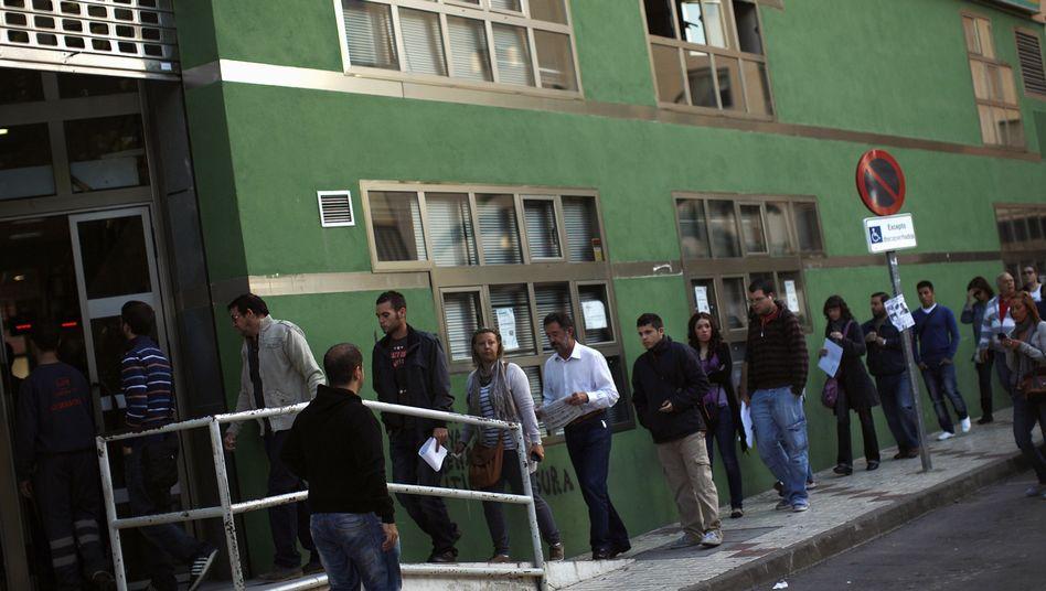 Arbeitslose in Malaga: Spaniens Wirtschaft wird laut OECD weiter schrumpfen