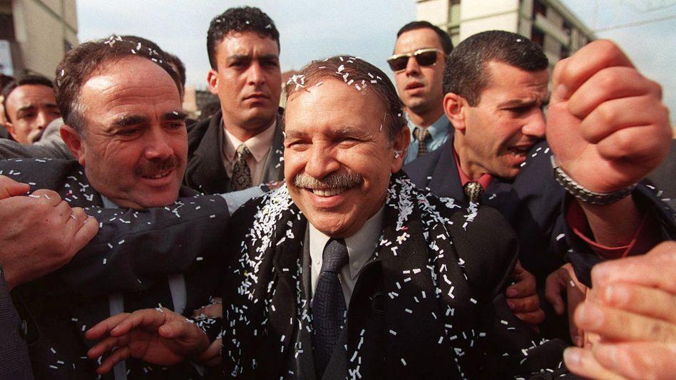 Abdelaziz Bouteflika im Wahlkampf 1999: Zwei Jahrzehnte lang blieb er algerischer Staatschef