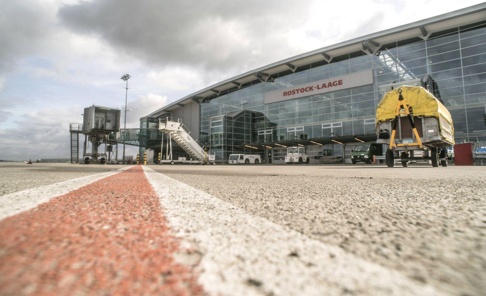 EINMALIGE VERWENDUNG Flughafen Rostock-Laage