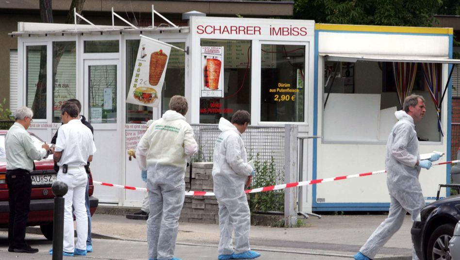 Polizisten der Spurensicherung in Nürnberg: Tat des NSU