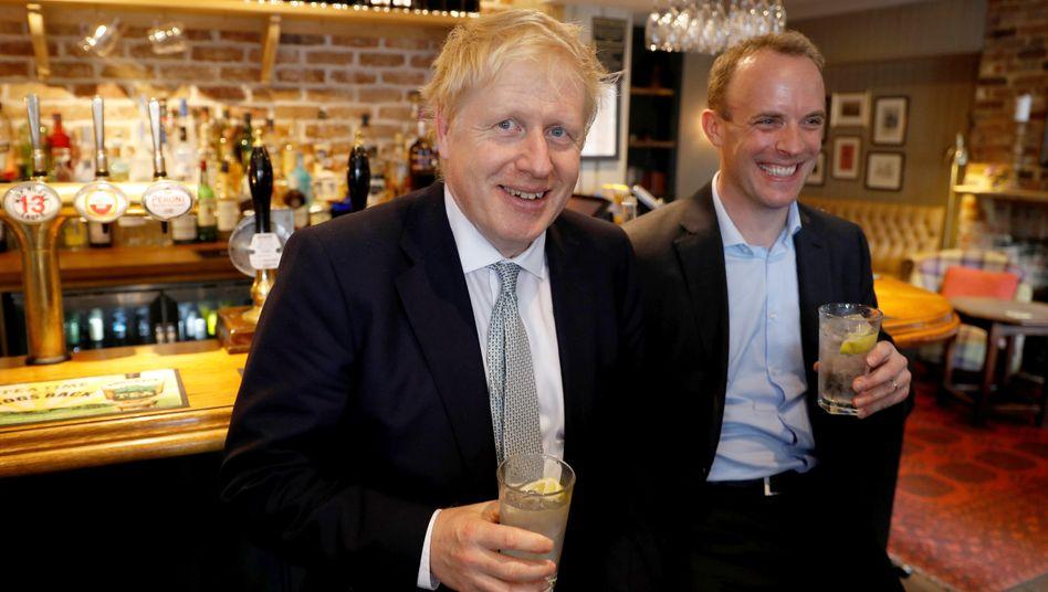 Boris Johnson beim Pubbesuch vor der Pandemie – vorerst dürfen nur die Außenbereiche öffnen