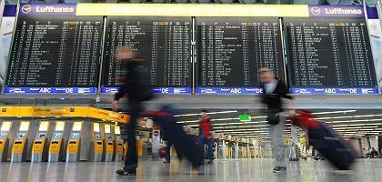 Passagier am Frankfurter Flughafen: Deutlicher Rückgang in der ersten Jahreshälfte