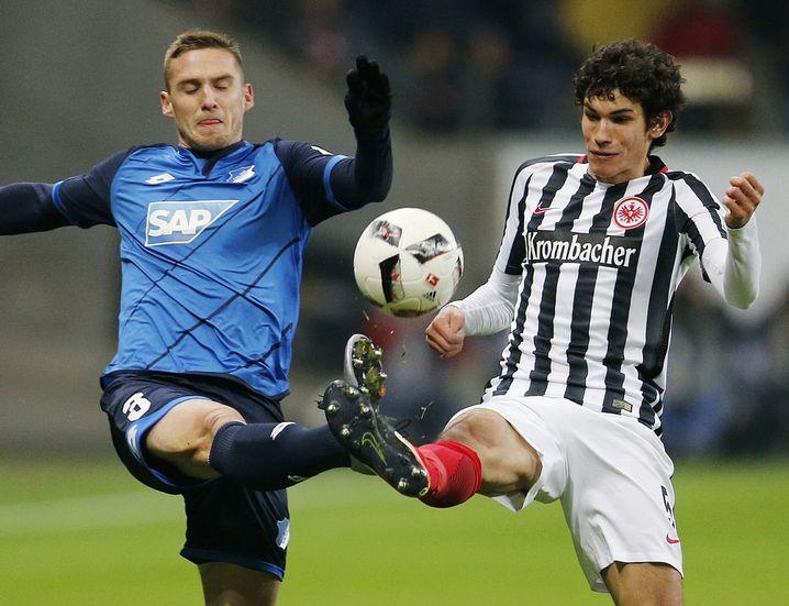 Jesús Vallejo (r.) im Zweikampf mit Hoffenheims Pavel Kaderabek