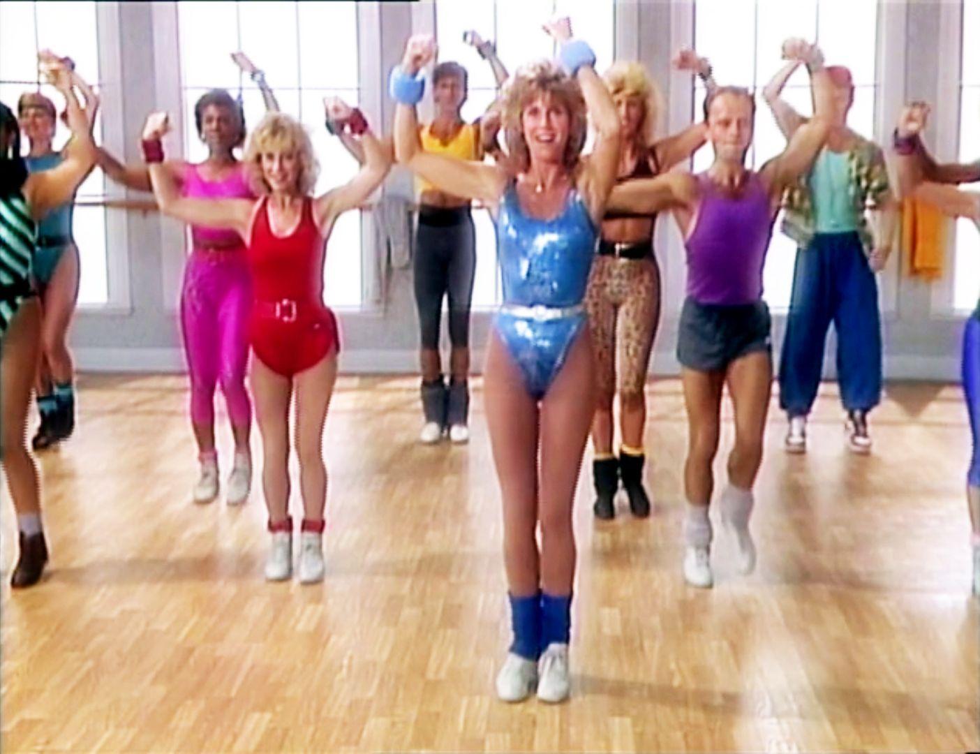 LOW IMPACT AEROBIC WORKOUT, (aka JANE FONDA'S LOW IMPACT AEROBIC WORKOUT), Jane Fonda (center),