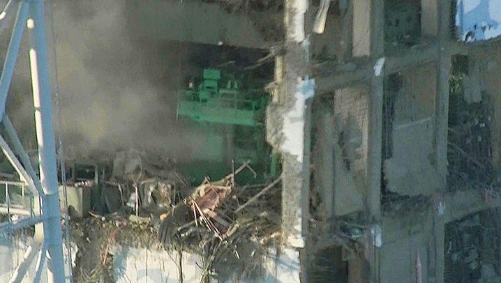 Atomunfall: Zerstörungen im AKW Fukushima
