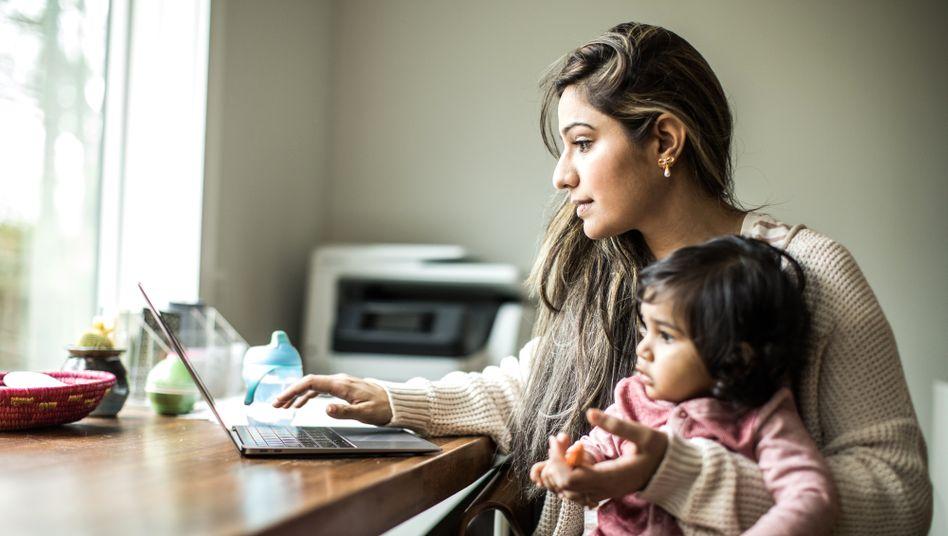 """Frau mit Kind im Homeoffice: """"Es gibt da die anekdotische und die statistische Realität"""""""