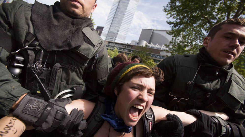 """""""Blockupy"""" Frankfurt: Spezialeinheiten der Polizei gegen schreiende Aktivisten"""