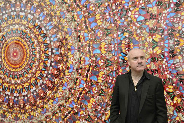 """Damien Hirst, vor seinem Gemälde """"I Am Become Death, Shatterer of Worlds"""": """"einer der wesentlichsten und bekanntesten Künstler heute"""""""