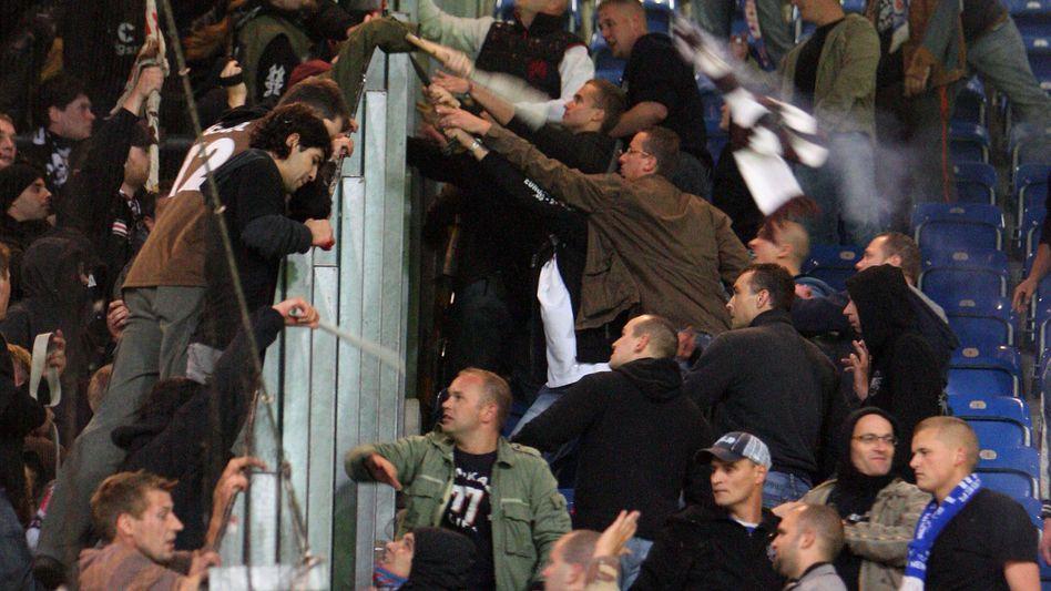"""St. Pauli-Fans, Rostock-Anhänger (Oktober 2008): """"Gruppengröße von entscheidender Bedeutung"""""""