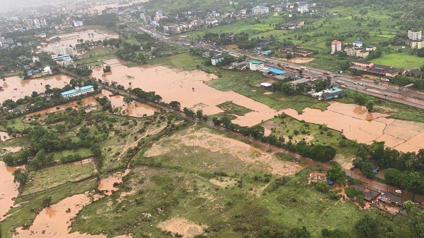 Eine Luftaufnahme zeigt die Überschwemmungen in der Region Maharashtra