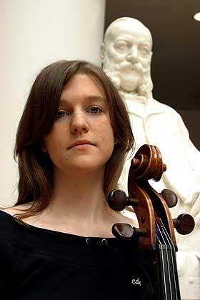 Anna Rohlfing, 22, studiert als Stipendiatin der Studienstiftung Internationale BWL, derzeit in Mailand. Seit ihrem 5. Lebensjahr spielt sie Cello