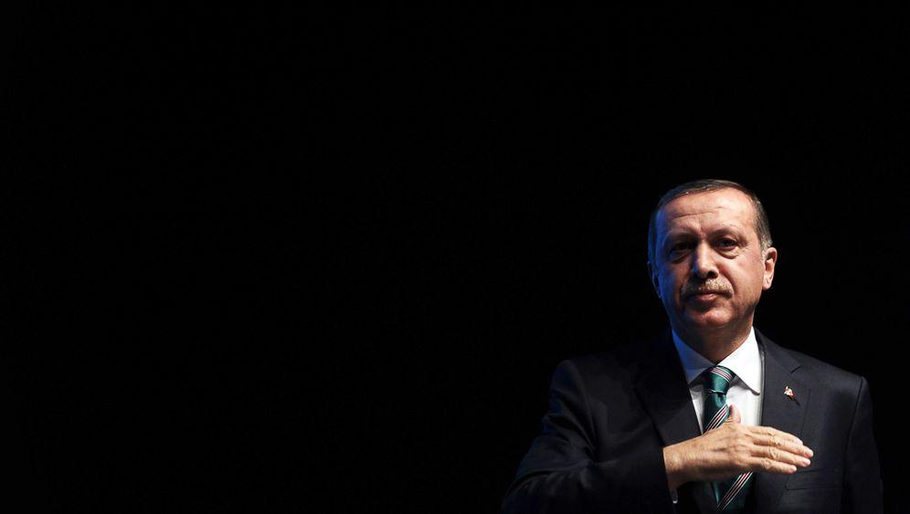 Machtkampf in der Türkei: Angeschlagener Sultan gegen greisen Imam
