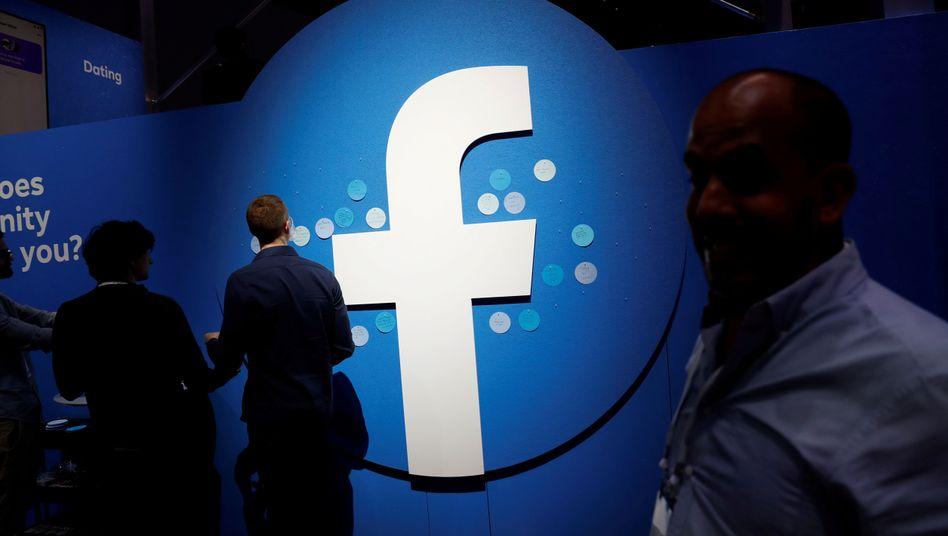 Viele Menschen nutzen Facebook, um sich über das Tagesgeschehen zu informieren - bislang tauchen Nachrichten dort im Mix mit vielen anderen Inhalten auf