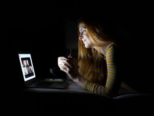 Skype, Zoom, Facetime oder WhatsApp sind die neuen Treffpunkte (Symbolbild)