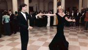 Dianas Samtrobe im zweiten Anlauf für 220.000 Pfund versteigert