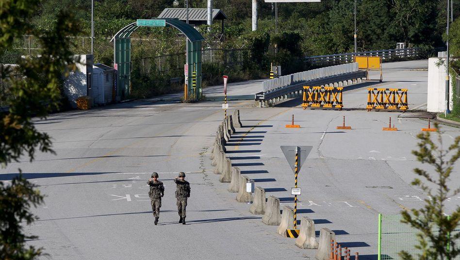 Südkoreanische Soldaten nahe Kaesong: Sonderwirtschaftszone wiedereröffnet