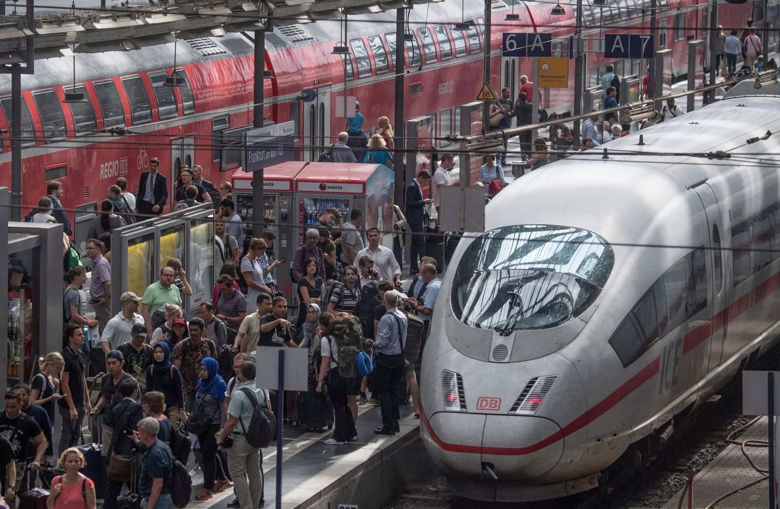 Frankfurter Hauptbahnhof / Verkehrsverbünde