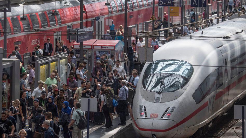 Gedränge am Frankfurter Hauptbahnhof: Nadelöhr der Republik