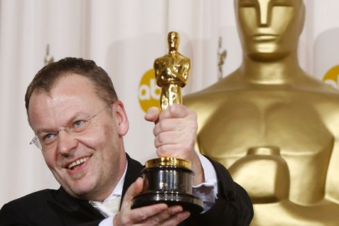 Austrian-born director Stefan Ruzowitzky with his Oscar
