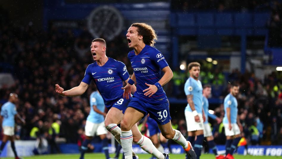 Chelseas Ross Barkley (l.) und David Luiz (r.)
