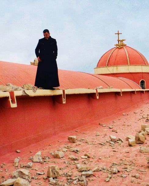 Priester Roni Salim Momika im März 2017 in Karakosch: Rasender Hass