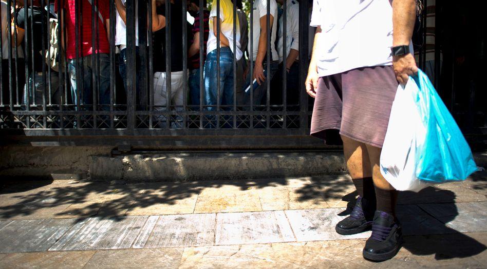 Bedürftige in Athen (im Juni 2011): Andrang an einer Essensausgabe