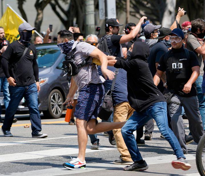 In Los Angeles kam es bei einer Corona-Demonstration zu Ausschreitungen