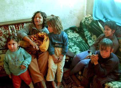 Albanische Familie: Mehr als 6000 Kinder sind seit dem Ende des Kommunismus verschwunden