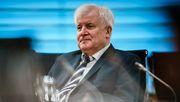 Seehofer will Umgang mit Reichskriegsflagge diskutieren