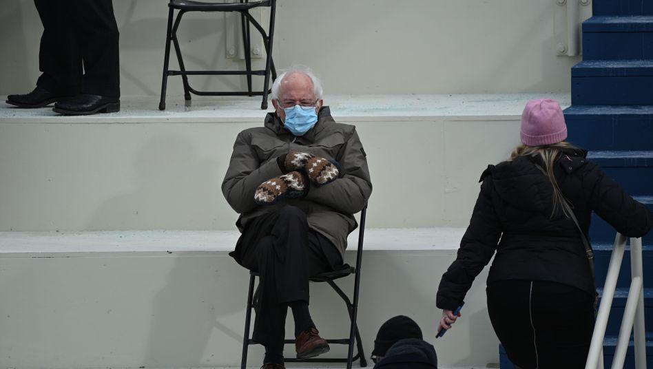 US-Senator Sanders am 20. Januar vor dem Kapitol in Washington, D.C.: Einfach warmhalten und zuhören