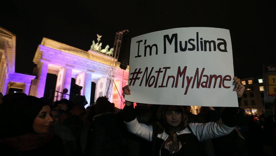 """Ein Hashtag kehrt zurück: #NotInMyName"""" kursierte schon nach dem Anschlag gegen """"Charlie Hebdo"""". Das Bild stammt vom 13. Januar"""