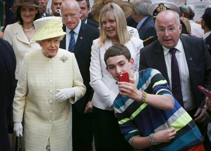 Queen Elizabeth II. 2014 in Belfast: Selfies unerwünscht