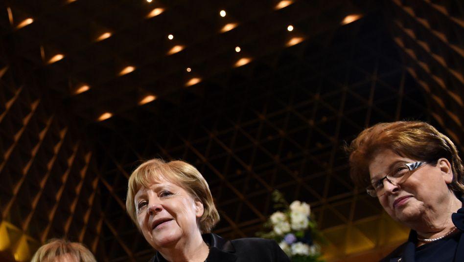 Angela Merkel, Charlotte Knobloch, Barbara Stamm in der Münchner Hauptsynagoge