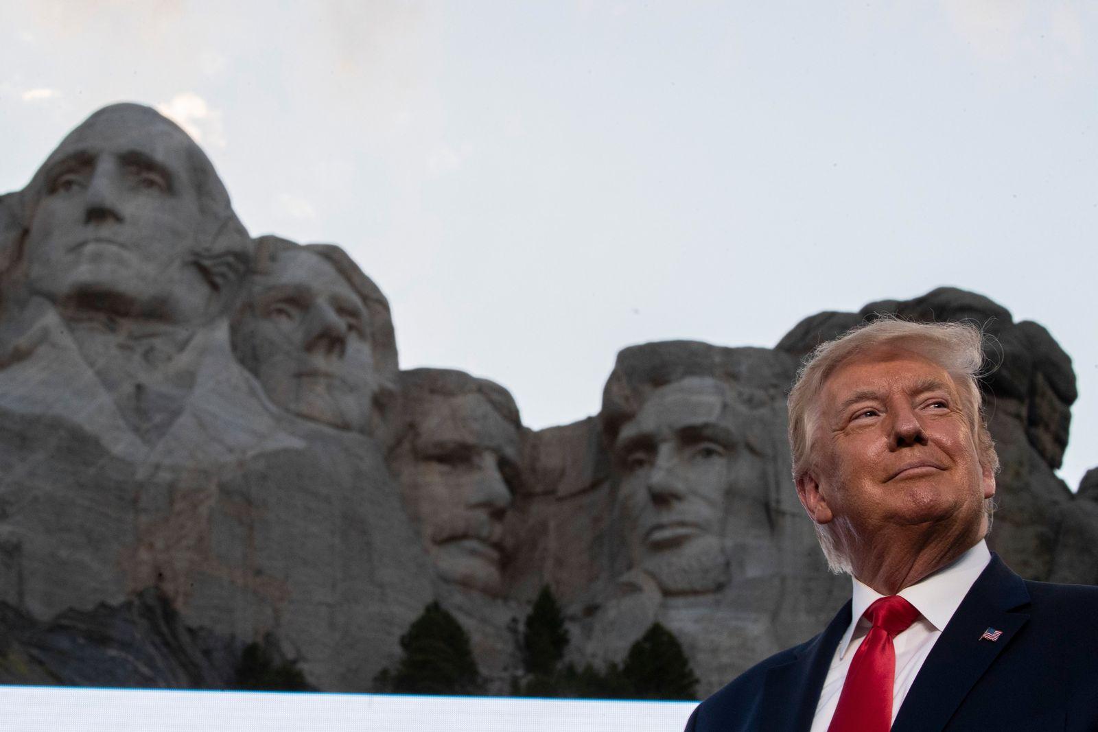 Trump besucht Mount Rushmore National Memorial