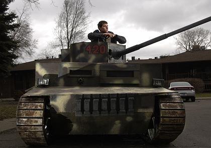 Mini-Panzer Marke Eigenbau: Will Fosters Straßen-Schlachtschiff