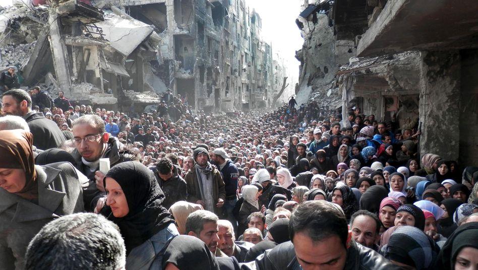 Bewohner des Flüchtlingslagers Jarmuk (Archivbild): Aushungern als Waffe