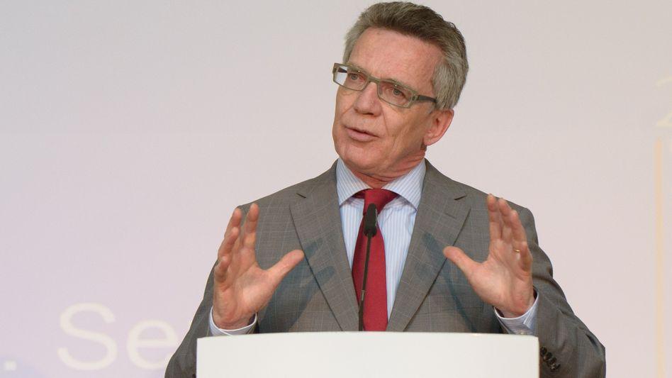 Thomas de Maizière: Der Innenminister verbietet den IS