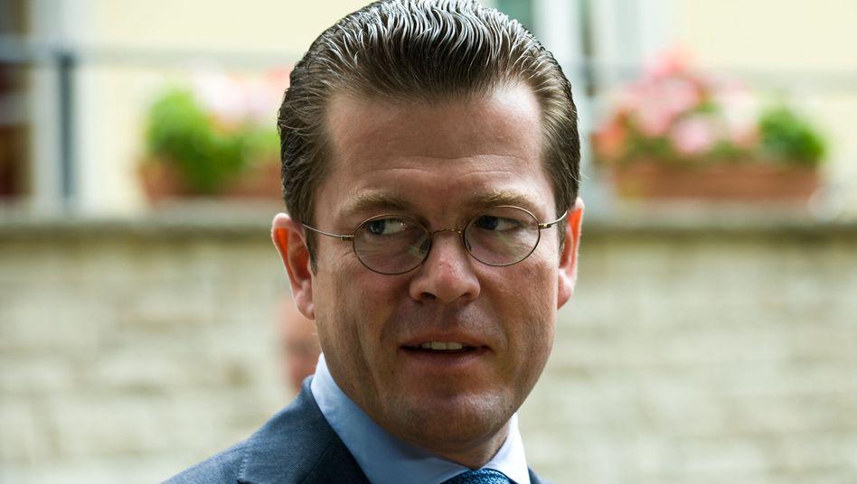 Will die Bundeswehr gesundschrumpfen: Minister Guttenberg in Geltow