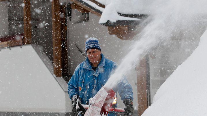 Weiße Alpen: Laufend rieselt der Schnee