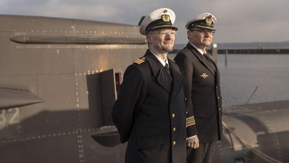 Fregattenkapitäne Johst, Grabienski: Pioniere des Mangels