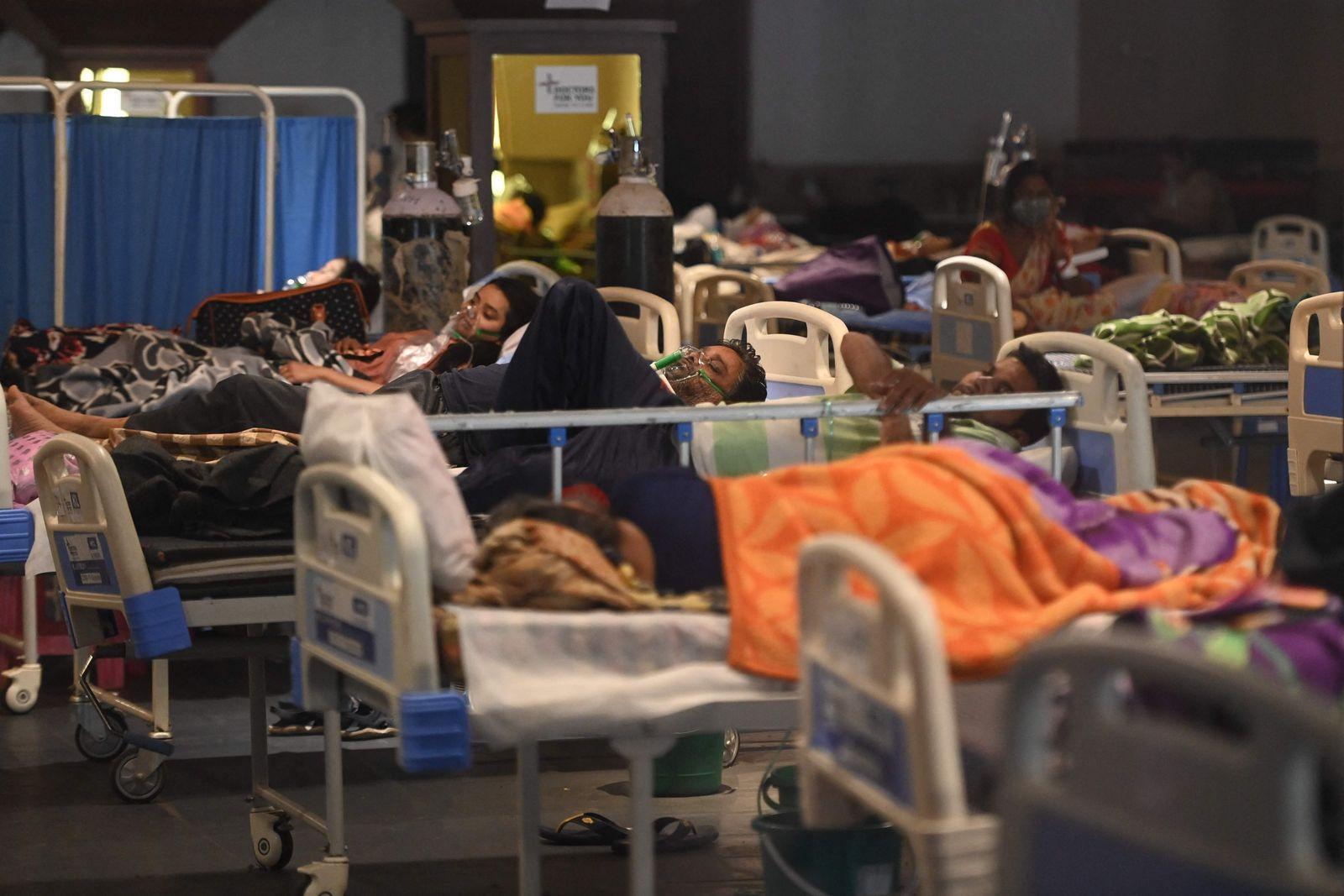TOPSHOT-INDIA-HEALTH-VIRUS