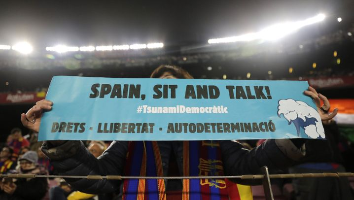 "Clásico in Barcelona: ""Spain, sit and talk"""