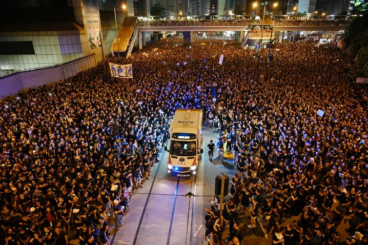 Notarztwagen während der Proteste in Hongkong